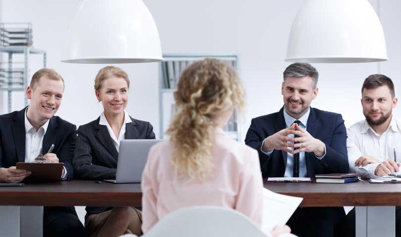 5 Tips Tampil Menarik Saat Interview Kerja
