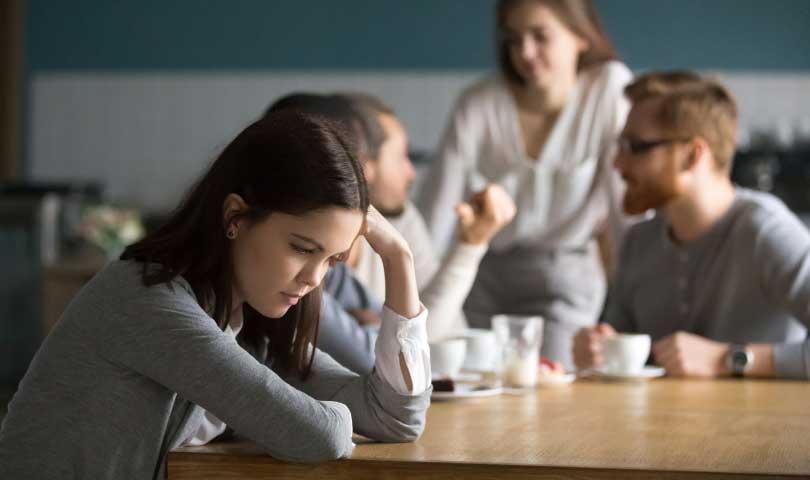 Mengatasi Rasa Canggung Dalam Berkomunikasi Dengan Orang Baru